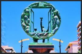 Plaza de Salvador Dalí Marbella - Costa del Sol